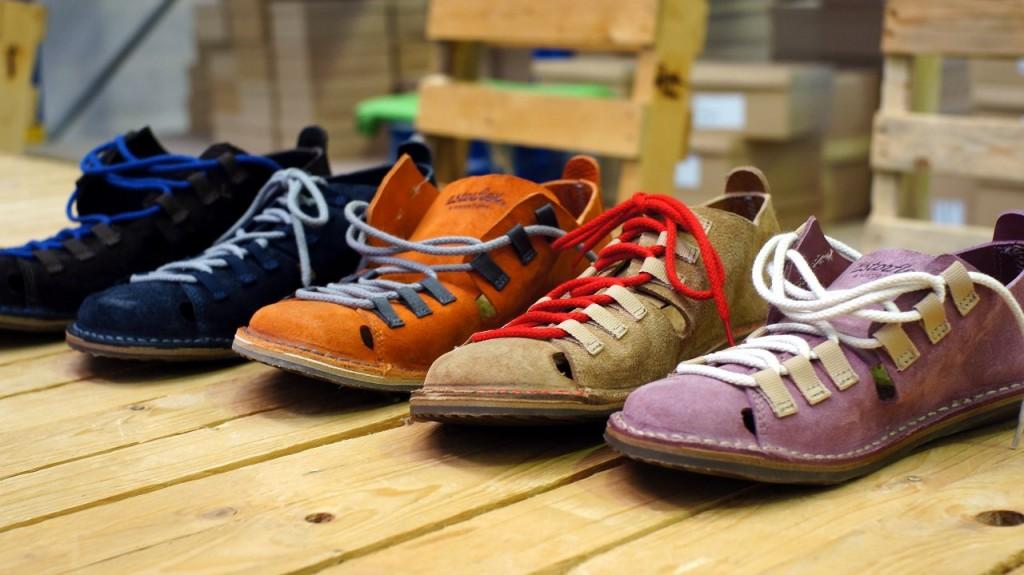 Ragioniamo con i piedi : le scarpe ecosolidali